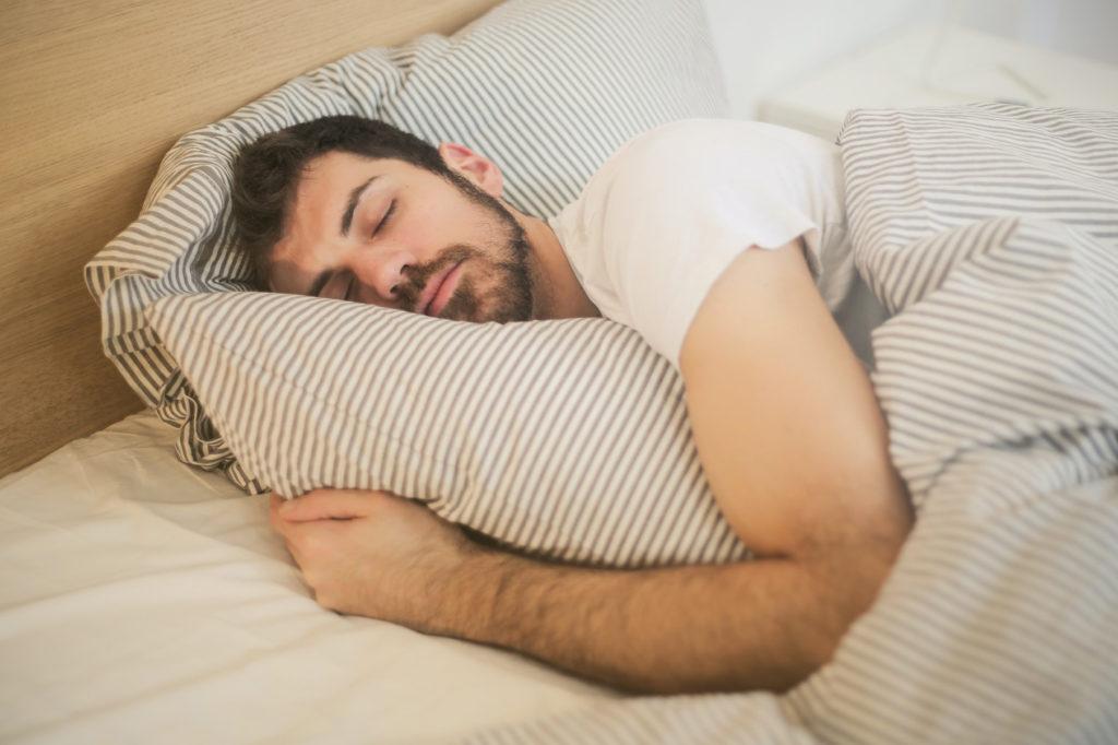 Nahota je podle odborníků během spánku nejlepší