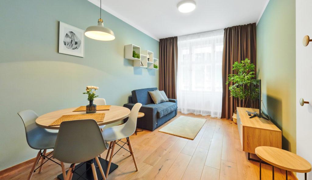 Interiérový design - Interiéry v modré či zelené barvě frčí
