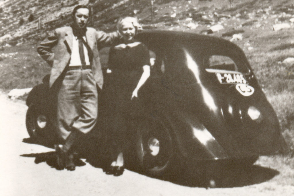 Karel Čapek a jeho žena Olga Scheinpflugová na výletě v Alpách