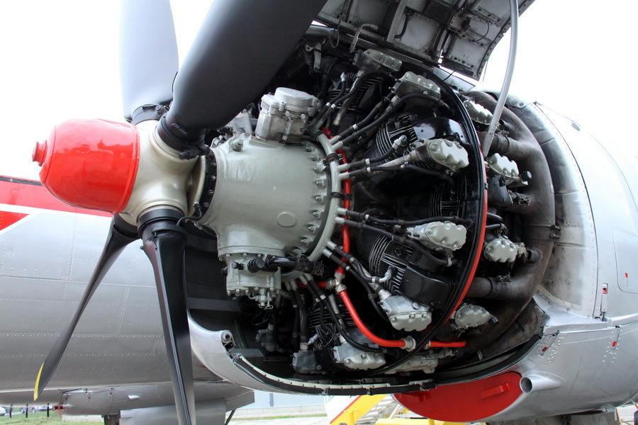 Renovace letounu Avia Av-14