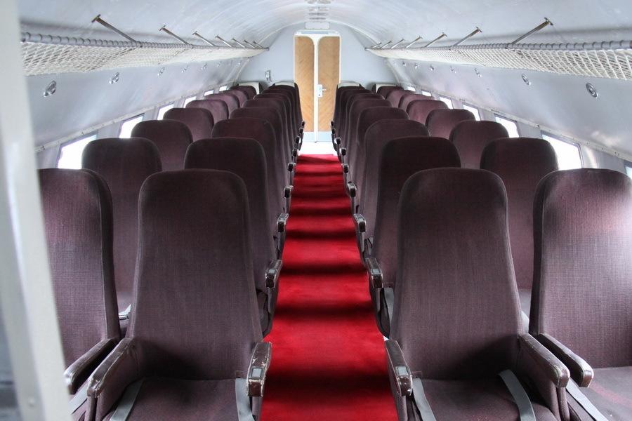 Interiér Avie Av-14