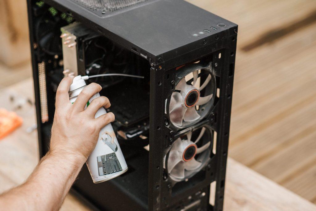 Ajťák se nerovná údržbář počítače