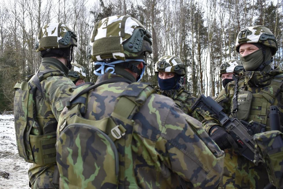 Ženisté cvičí na misi v Lotyšsku