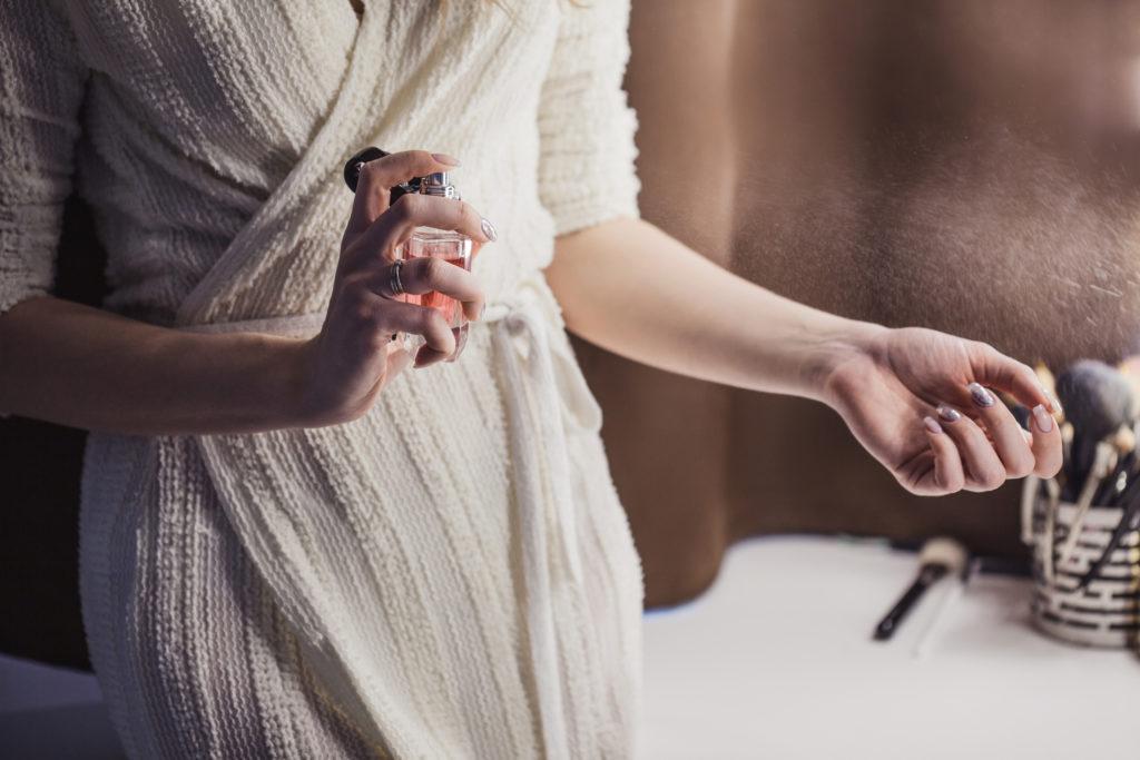 Ženy mají parfémy rády