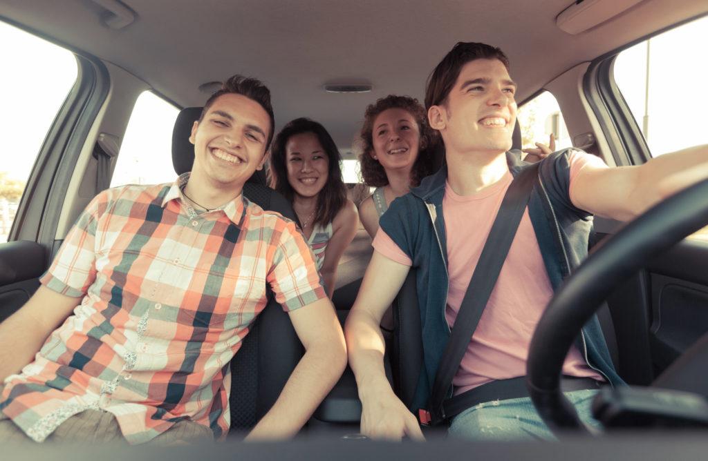 Mladí lidé využívají auto čím dál víc, ukazuje průzkum
