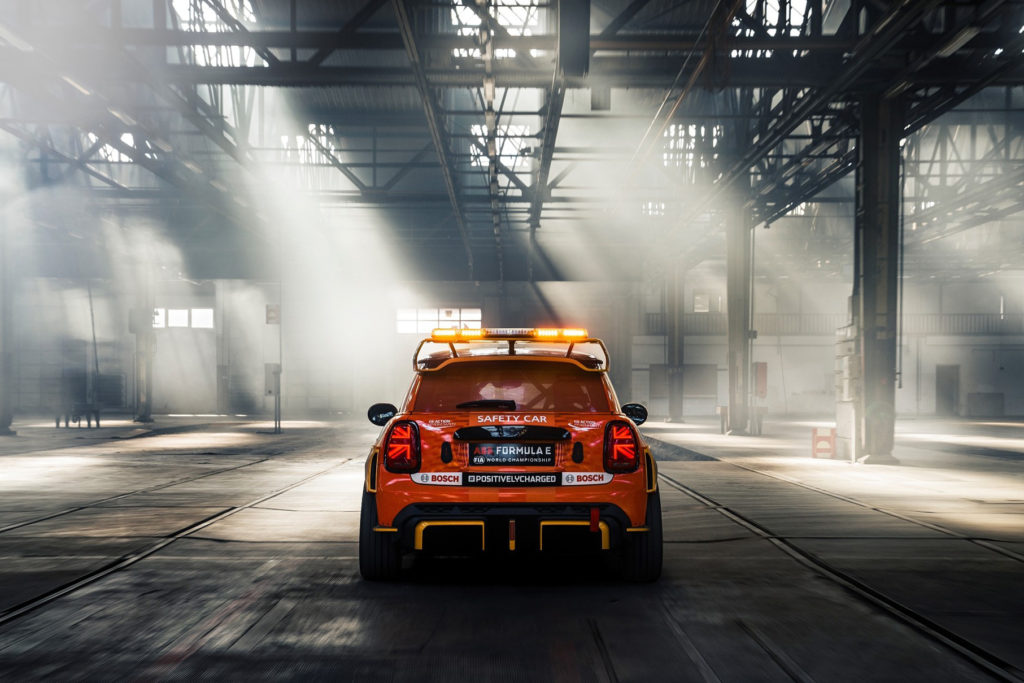 Safety car Mini Electric Pacesetter od JCW