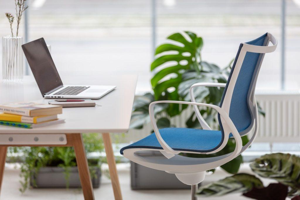 Správná židle by měla být dostatečně stabilní