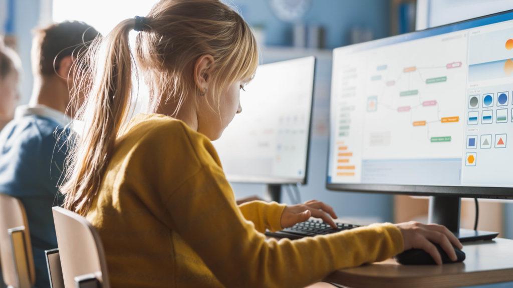 Lásku k počítačům je dle odborníků potřeba dětem vštěpovat už odmalička